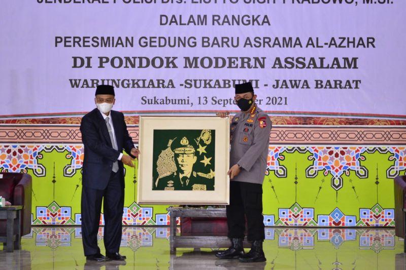 Kapolri tinjau vaksinasi di Ponpes Assalam Sukabumi