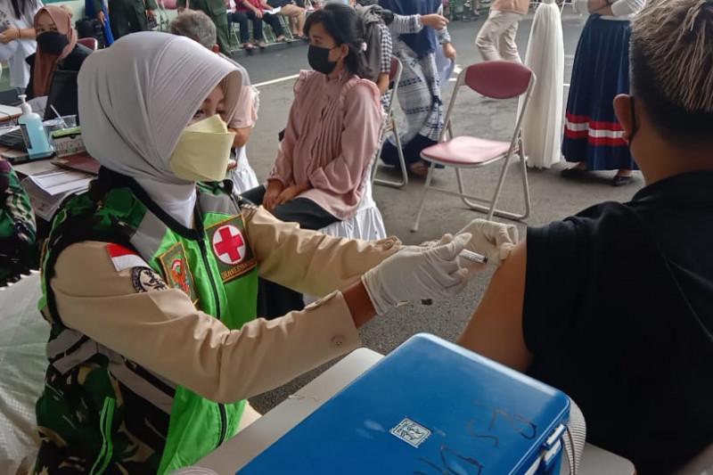 Denpom II/3 Lampung gelar vaksinasi dosis pertama bagi masyarakat umum