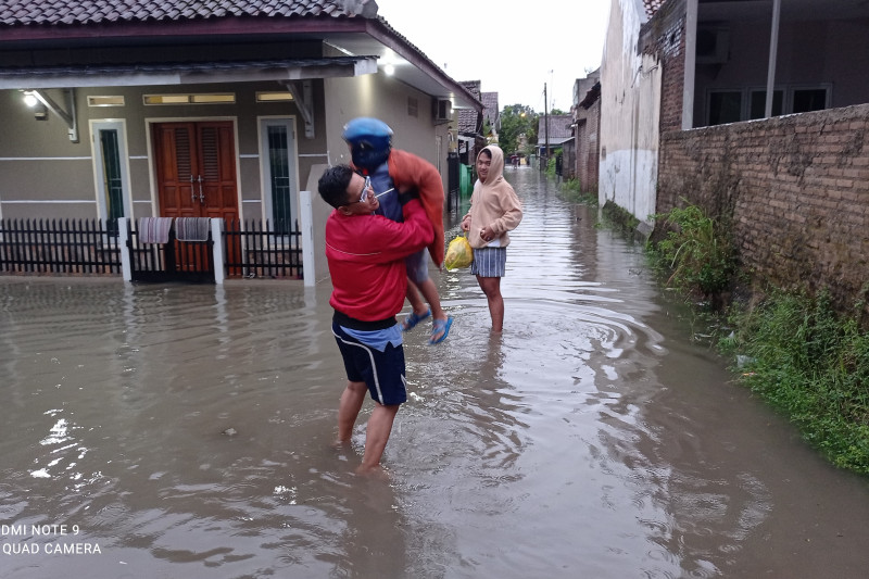 Banjir melanda permukiman warga di Rangkasbitung, Lebak
