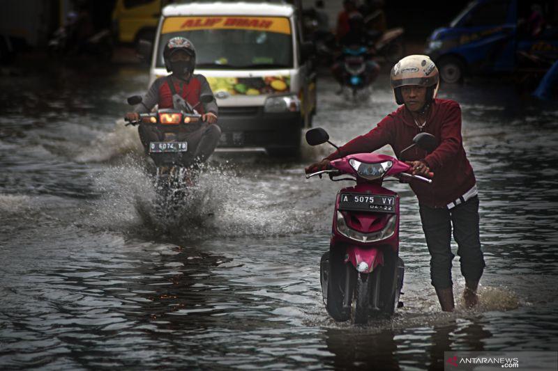 Hujan diprakirakan terjadi di sebagian besar provinsi