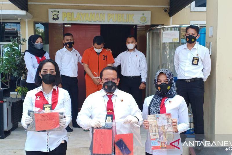 Polda Sumsel tangkap oknum guru fedofil terhadap 12 murid Ponpes