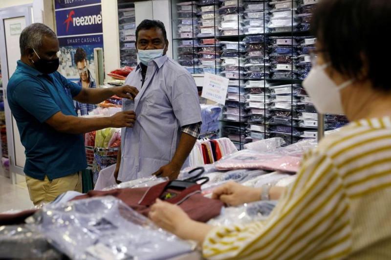 Singapura longgarkan pembatasan, pekerja migran jalan-jalan