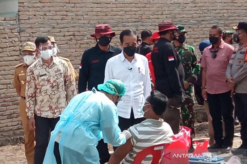 Presiden Joko Widodo tinjau vaksinasi COVID-19 di Deliserdang