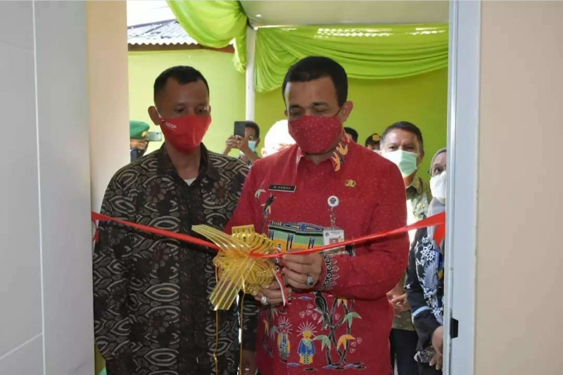Tiga warga Jakarta Timur terima bantuan bedah rumah