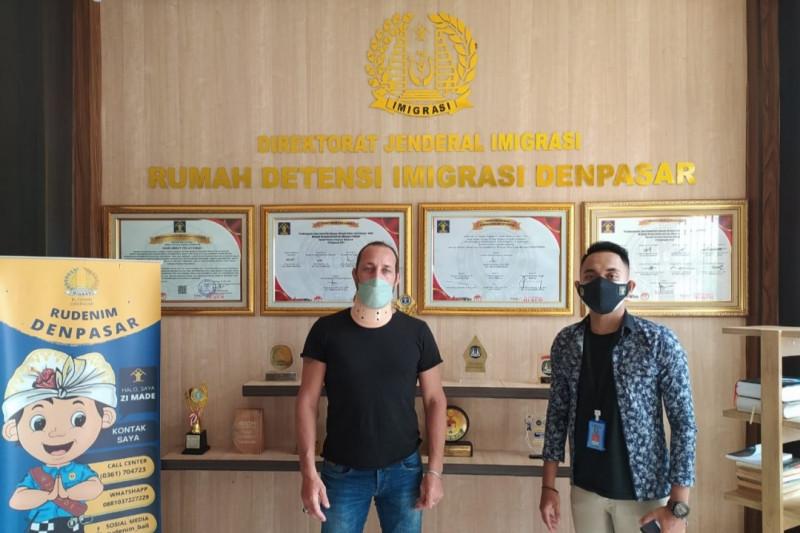 Imigrasi pulangkan WN Suriah setelah 5 tahun tanpa tujuan di Bali