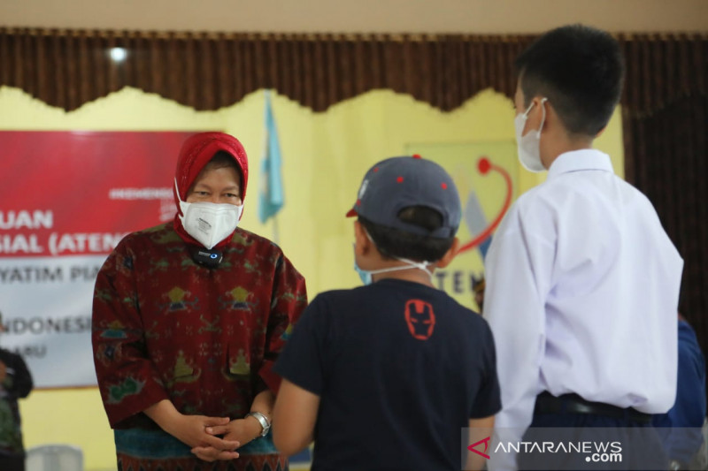 Risma beri bantuan penanganan anak yatim piatu korban COVID-19