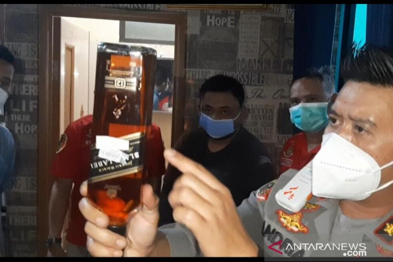 Polisi ungkap industri rumahan miras impor palsu di Cileungsi Bogor