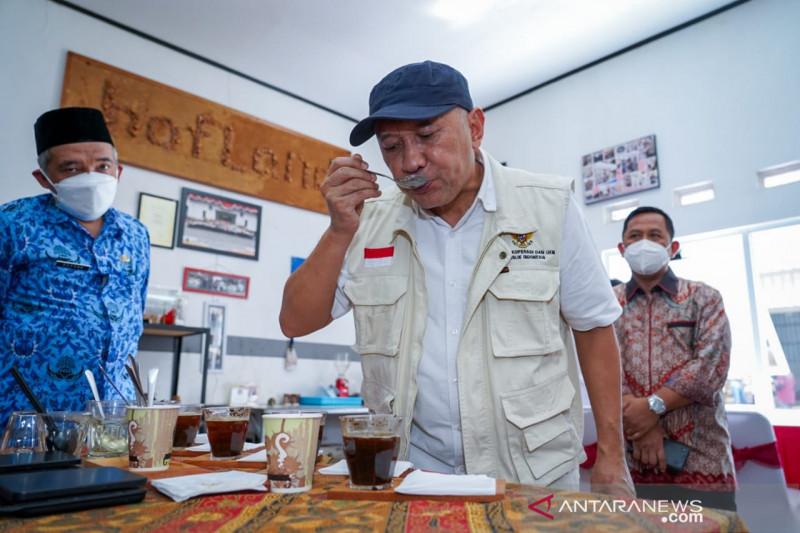 Menkop lepas ekspor biji kopi hasil koperasi di Subang ke Arab Saudi