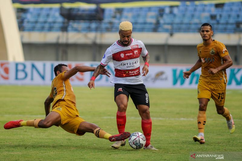 Babak pertama Bhayangkara FC unggul  1-0 atas Madura United