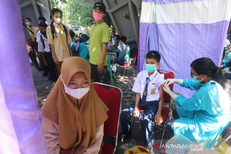 Vaksinasi COVID-19 massal untuk pelajar Kediri