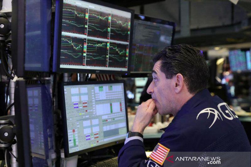 Wall Street turun tajam akibat aksi jual, indek Dow jatuh 614 poin