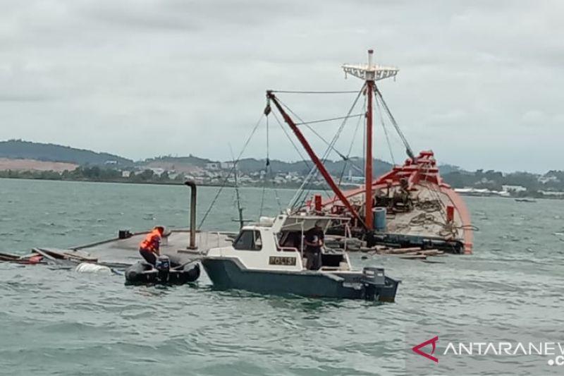 Dua orang hilang dalam kecelakaan kapal di Batam