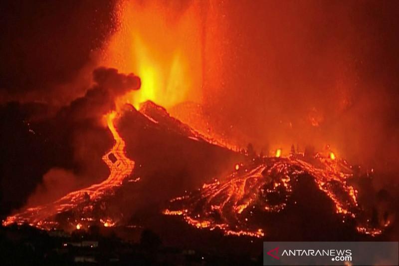 Gunung berapi di Cumbre Vieja Spanyol erupsi