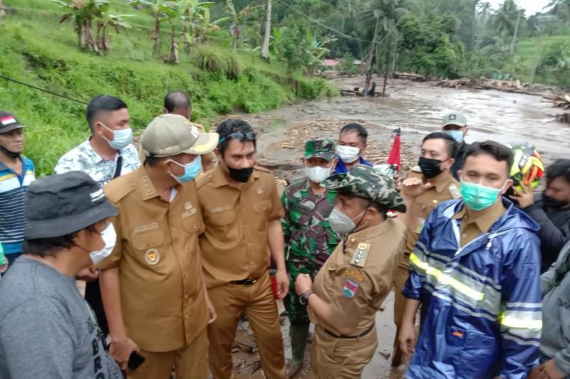 Banjir bandang di Minahasa Tenggara rusak rumah dan jalan nasional