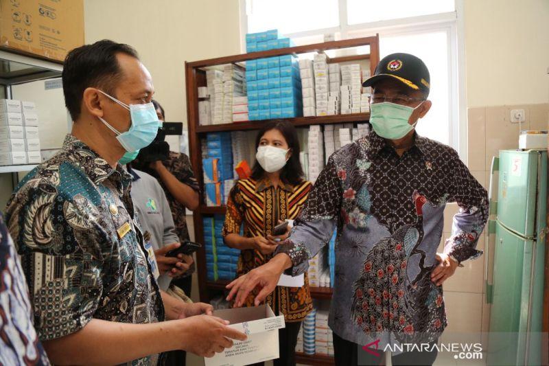 Menko PMK minta nakes di Papua tetap jalankan tugas