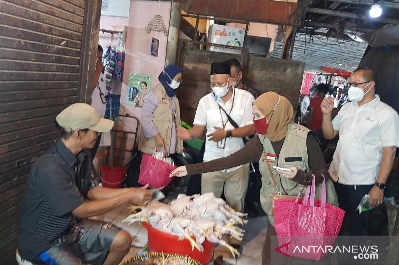 TurunTangan bagikan paket anti-COVID-19 ke pedagang di Pasar Minggu