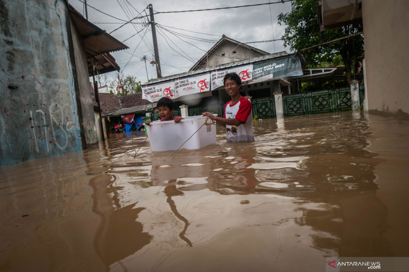 Kemarin 19 provinsi hadapi risiko banjir, cakupan vaksinasi meningkat