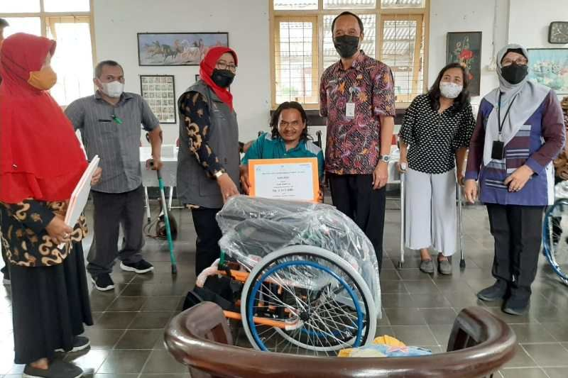 Penyandang disabilitas Kota Magelang terima bantuan Atensi Kemensos