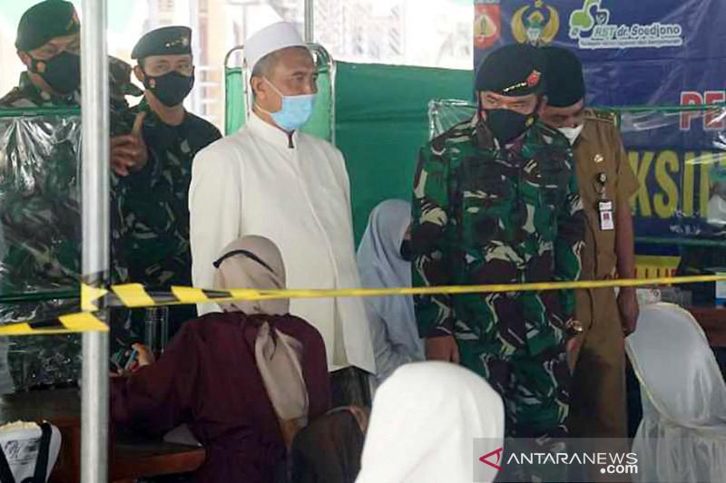 Panglima TNI tinjau vaksinasi di Ponpes Payaman Magelang