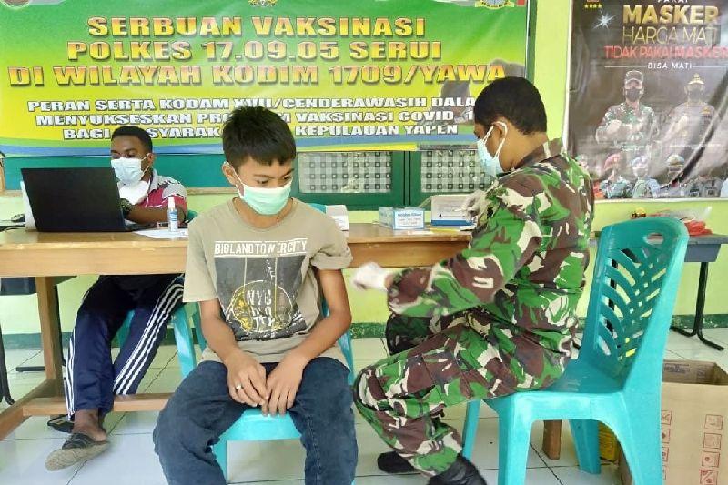 TNI gencarkan vaksinasi untuk warga Yapen Papua