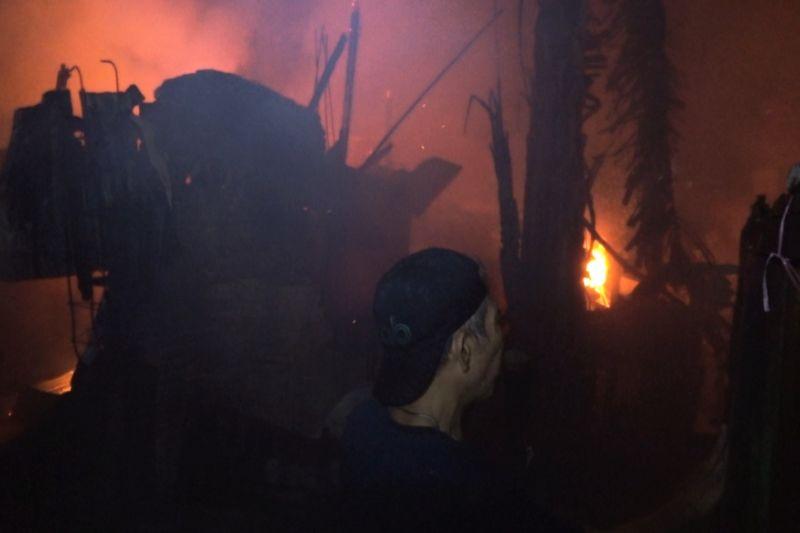 Belasan rumah di Makassar ludes terbakar