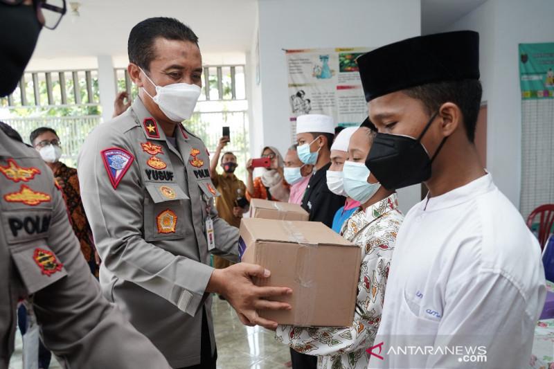 Korlantas Polri kirim bantuan sembako ke ponpes dan panti asuhan