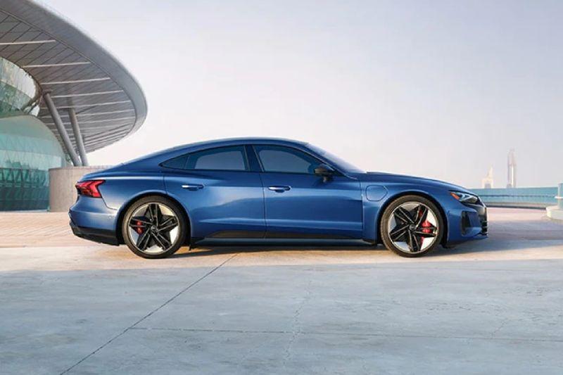 Jelang peluncuran, Audi bocorkan tampilan mobil listrik e-tron GT