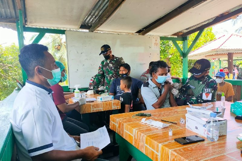 Satgas TNI selenggarakan vaksinasi bagi warga di perbatasan RI-PNG