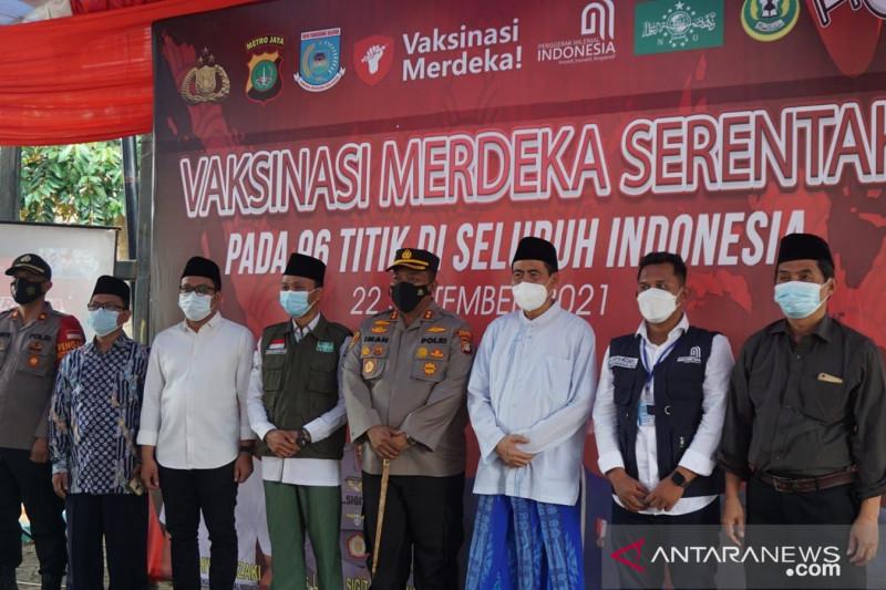 Kelompok milenial-Polri menggelar vaksinasi di Tangerang Selatan