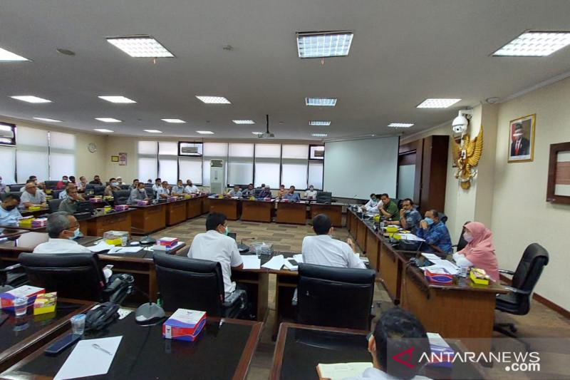 Puluhan nelayan mengadukan rumitnya perizinan ke DPRD Sumbar