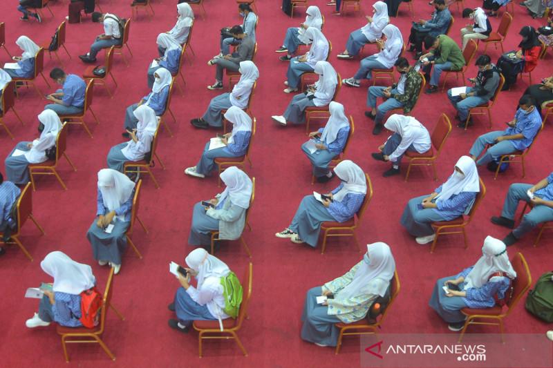 Vaksinasi COVID-19 Merdeka Serentak di Padang
