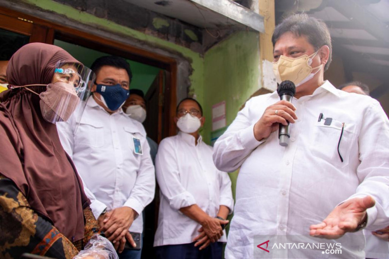 Menko Airlangga tinjau UMKM rumahan di Surakarta