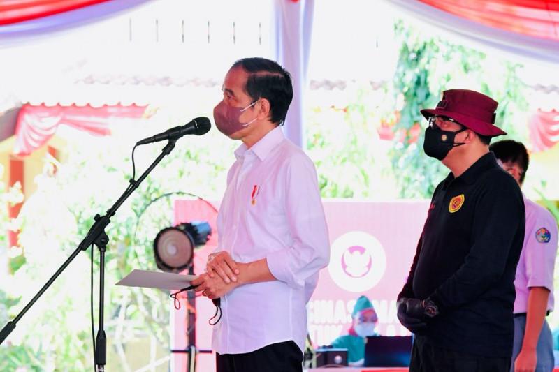 Presiden tinjau kegiatan vaksinasi pelajar di Cilacap