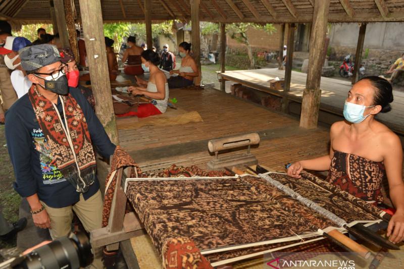 Menparekraf pesan 120 kain tenun khas Tenganan untuk G20 di Bali