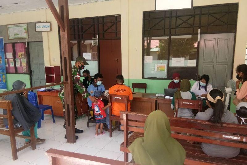 Satgas TNI beri layanan vaksinasi warga di perbatasan RI-PNG