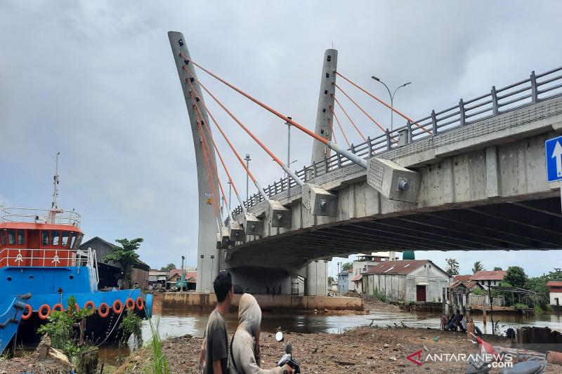 Antropolog: Jembatan Sei Alalak viral dengan sebutan Jembatan Basit thumbnail