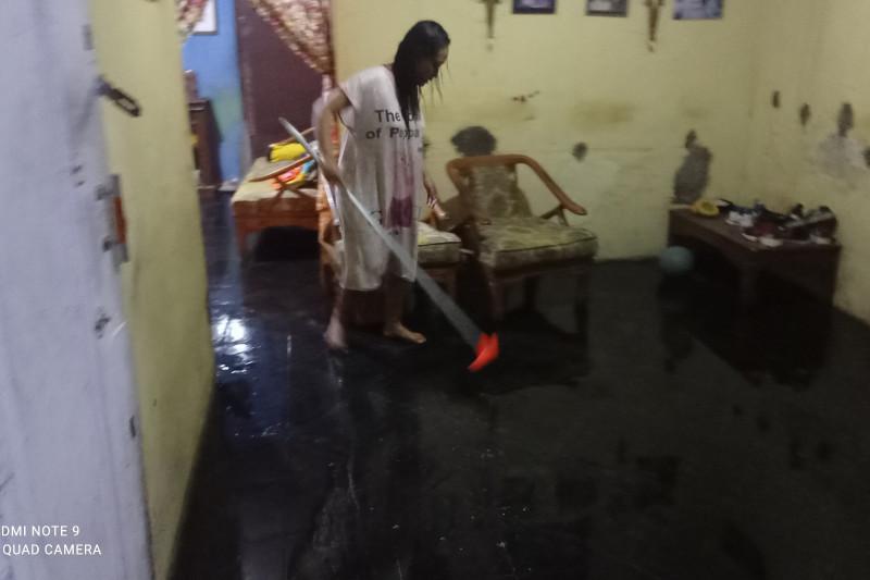 Warga Lebak bersihkan rumah akibat terendam banjir