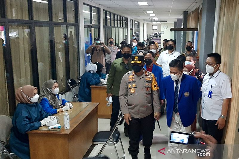 Polda Jawa Tengah vaksinasi 26.000 mahasiswa di sembilan lokasi