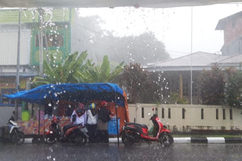 BMKG Ternate imbau antisipasi badai tropis storm mindulle