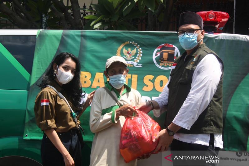 F-PPP DPR RI beri bantuan sembako ringankan beban warga