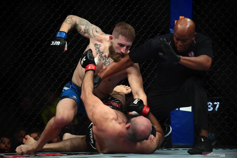 UFC 266: Chris Daukaus menang TKO atas Shamil Abdurakhimov