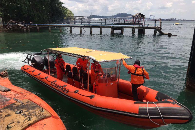 Dua orang hilang dalam tabrakan kapal kayu di Batam