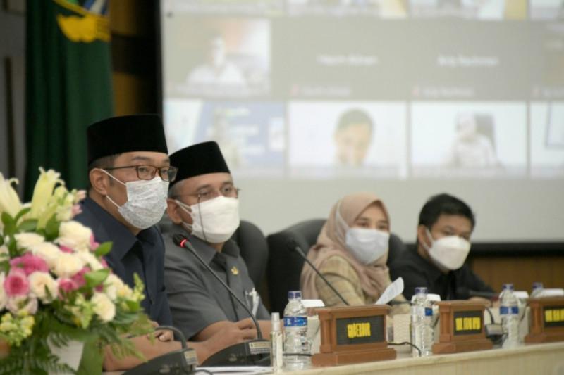 Ridwan Kamil sampaikan Raperda APBD Perubahan 2021