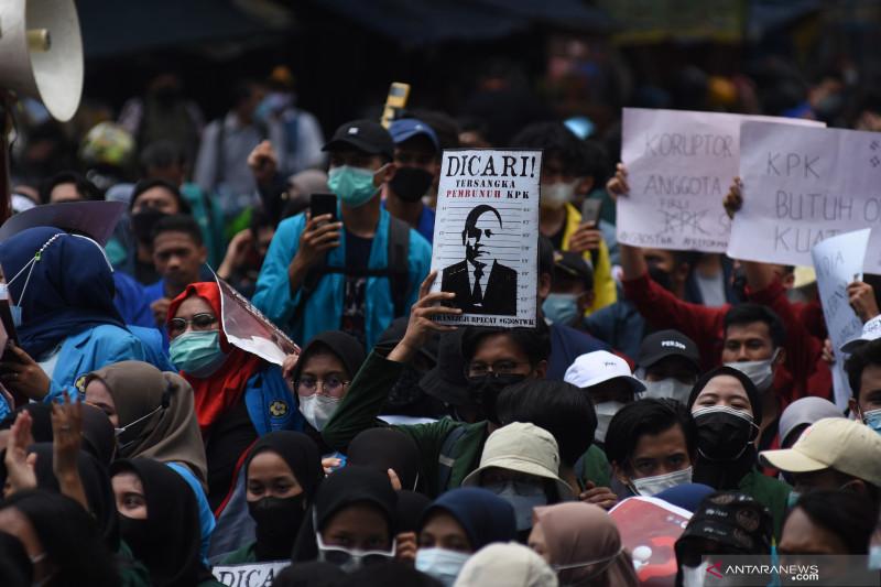 Jakarta kemarin, PSI berhentikan kader hingga gelombang baru COVID-19