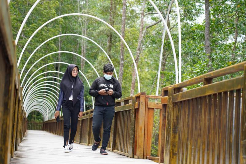 Pengelola Eco Wisata Mangrove Mimika perketat prokes bagi pelancong thumbnail