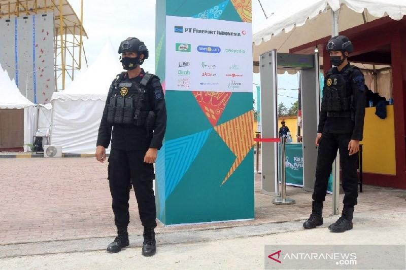 TNI-Polri amankan pembukaan cabang panjat tebing PON XX di Timika