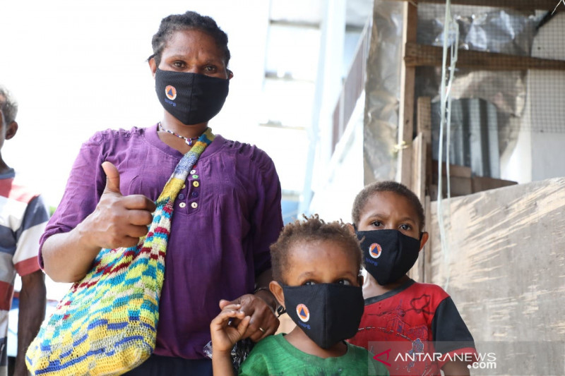 Relawan Mobil Masker gencar bagikan masker jelang PON Papua