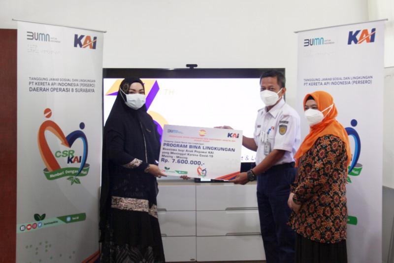 Daop Surabaya beri beasiswa Rp91,2 juta kepada anak pekerja COVID-19