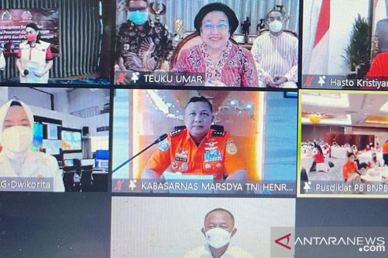 Megawati membuka pelatihan manajemen bencana Baguna PDIP