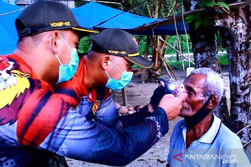 Satgas TNI Yonif 131 bantu operasi katarak warga di perbatasan RI-PNG